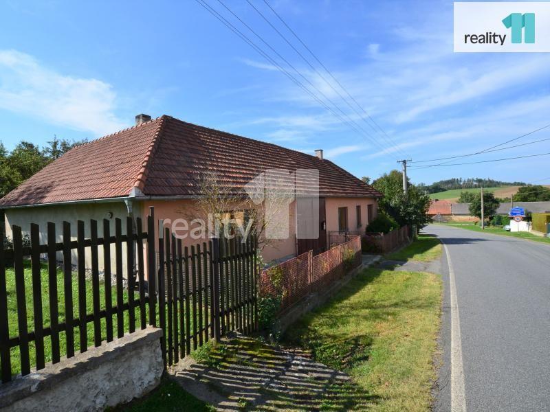 Prodej rodinného domu, dvě bytové jednotky, pozemek 1139m2, Vyskytná u Pelhřimova